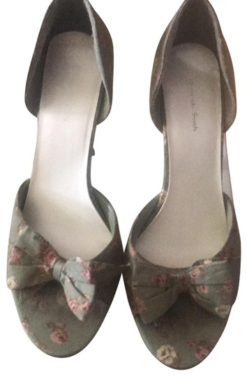 Preload https://img-static.tradesy.com/item/27510670/amanda-smith-olive-with-pink-flowers-green-floral-pumps-size-us-10-regular-m-b-0-1-540-540.jpg