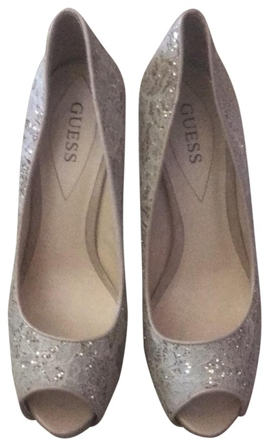 Cream Gold Platforms Size US 9 Regular (M, B) Cream Gold Platforms Size US 9 Regular (M, B) Image 1