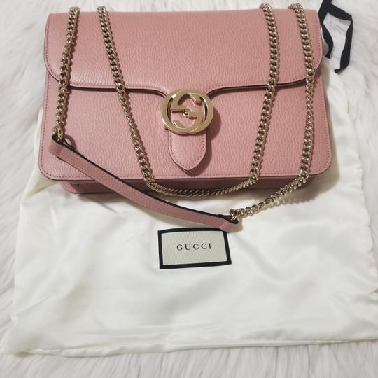 Preload https://img-static.tradesy.com/item/27510793/gucci-chain-women-s-larger-soft-pink-calfskin-leather-cross-body-bag-0-3-540-540.jpg