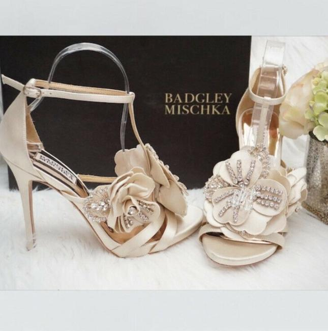 Item - Ivory Lisa Sandals Size US 8 Regular (M, B)