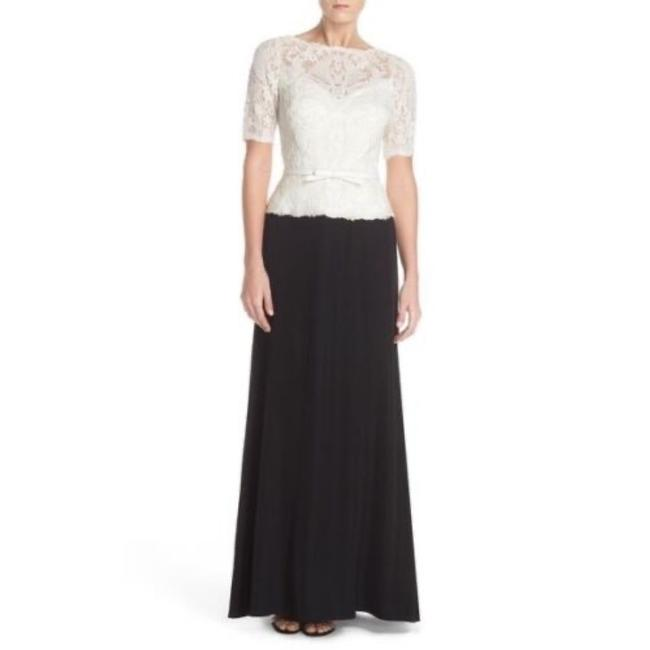 Item - Ivory / Black Embroidered Tulle Cap Sleeve Gown Long Formal Dress Size 10 (M)