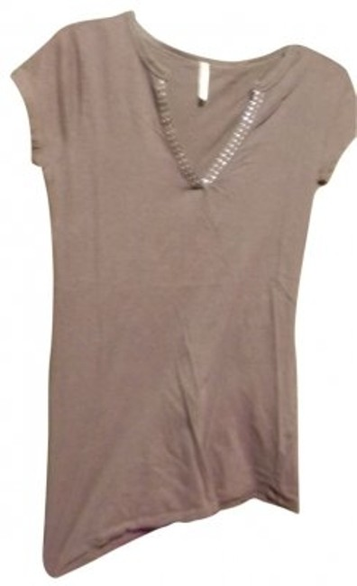 Preload https://img-static.tradesy.com/item/27521/rue-21-gray-v-neck-tee-shirt-size-8-m-0-0-650-650.jpg
