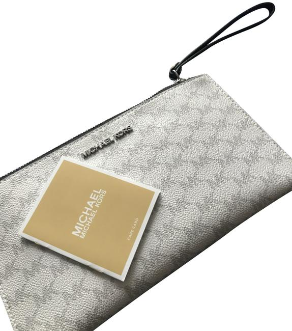 Item - Clutch Grey and White Wristlet
