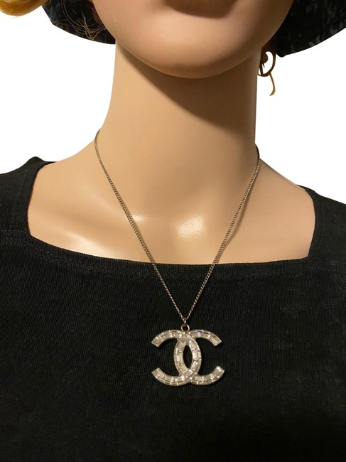 Item - Silver Cc Logo Reversible Extended Chain Necklace