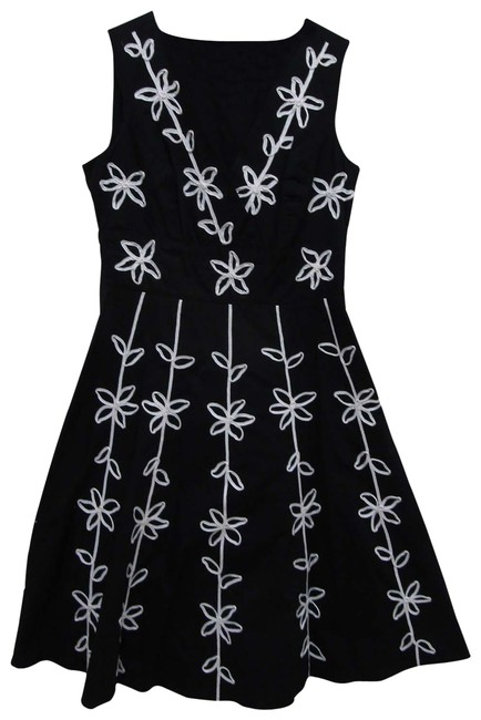 Item - Black White Floral Accents Mid-length Short Casual Dress Size 4 (S)