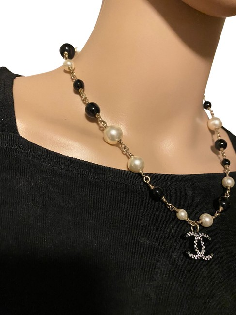 Item - Silver/ Black/ Pearl Cc Logo Reversible Beads Necklace
