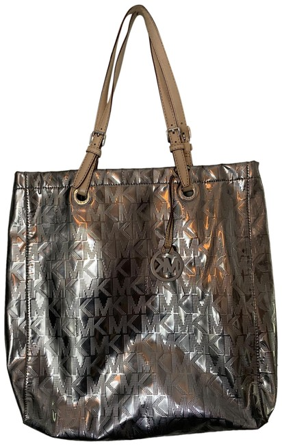 Item - Large Silver/Cream Patent Leather Tote