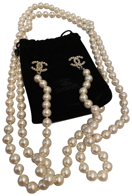 Item - Silver Pearl Necklace