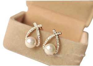18k gold with Swarovski crystal pearl earring