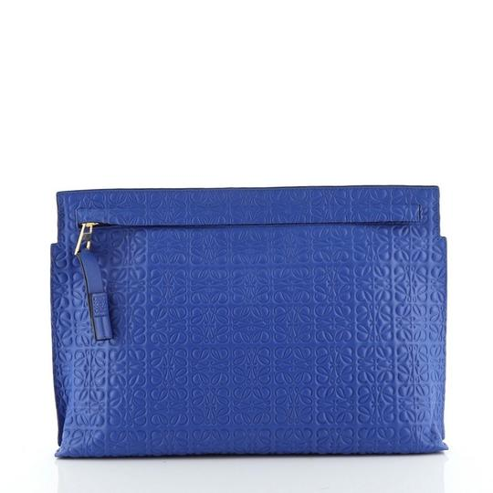 Preload https://img-static.tradesy.com/item/27539705/loewe-t-pouch-anagram-embossed-blue-leather-clutch-0-0-540-540.jpg