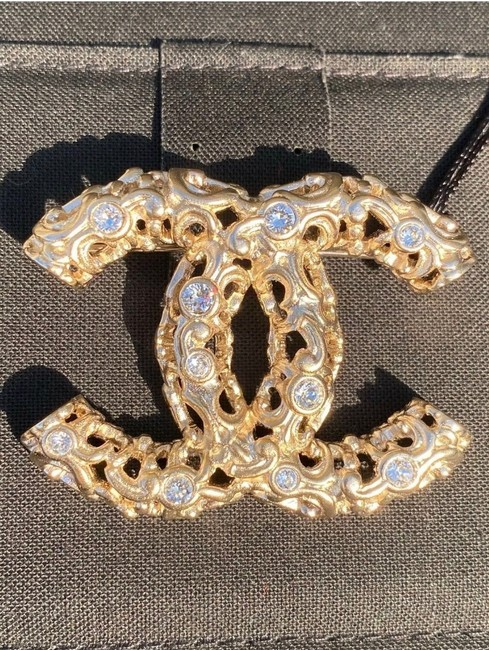 Item - Gold 2019 Rev Golden Baroque Style Cc Logo White Crystals Brooch Pin Charm Ring