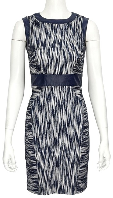 Item - Blue & White Textured Flame Stitch Leather Trim Sleeveless Sheath Mid-length Work/Office Dress Size 2 (XS)