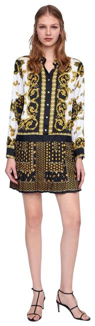 Item - Black and Gold Versace Inspired Mid-length Short Casual Dress Size 2 (XS)