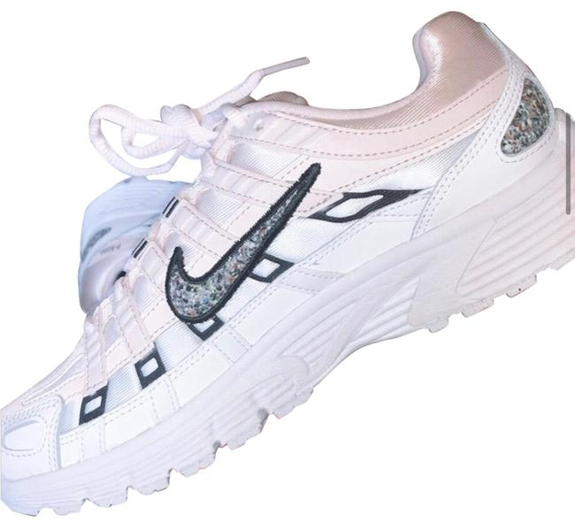 Item - Pink and White Sneakers Size US 7 Regular (M, B)