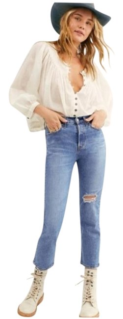 Item - Blue Distressed Wedgie Straight Leg Button Fly Medium Wash Capri/Cropped Jeans Size 28 (4, S)