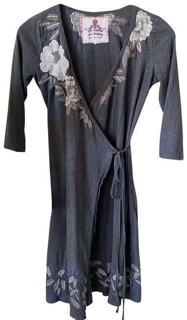 Item - Grey Embroidered Mid-length Short Casual Dress Size 0 (XS)