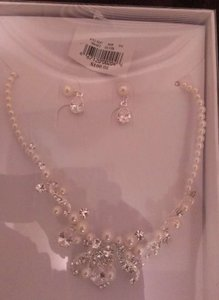 David's Bridal Pearl and Rhinestone Jewelry Set