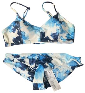 RVCA New with tags RVCA blue and white flower bikini size medium/10. Love the colors mix! super cute and summery!
