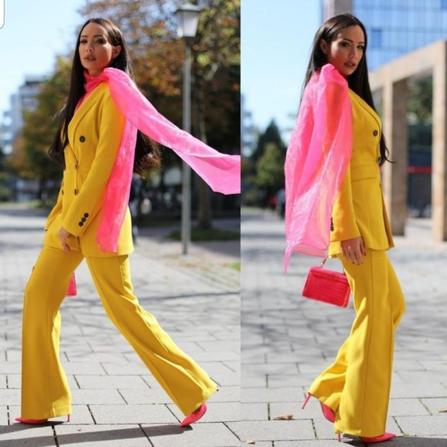 Item - Yellow Blazers with Buttons + Pant Suit Size 12 (L)