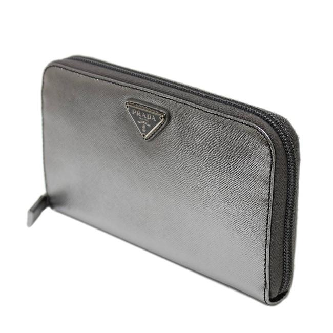 Item - Silver Round Zip Purse Leather Wallet