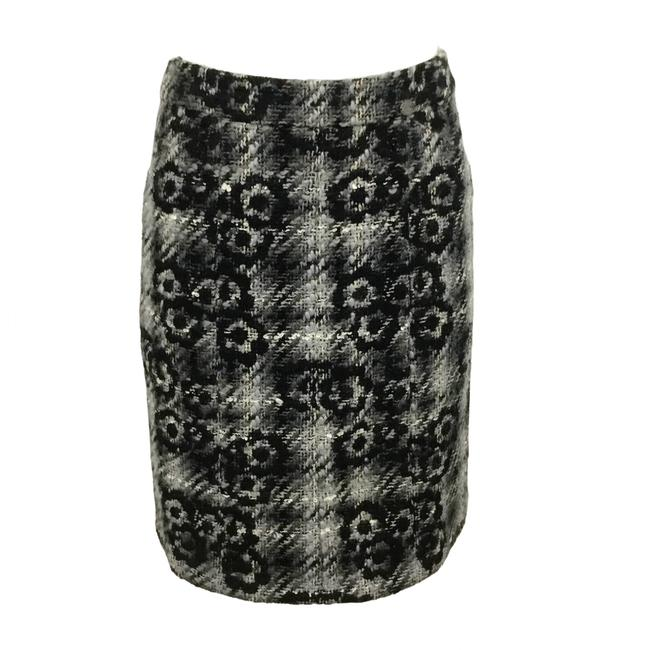 Item - Grey / Black Plaid Tweed with Camellias Skirt Size 6 (S, 28)