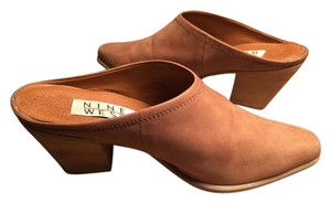 Nine West Saddle Tan Mules