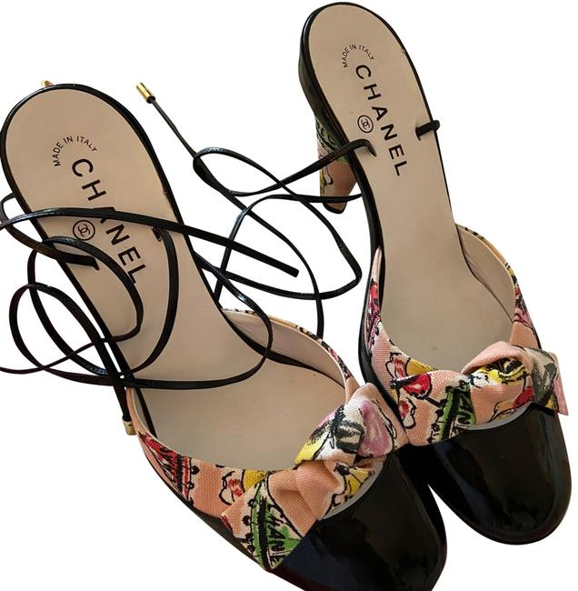Item - Black with Multi Color Cloth with Logo Rare Pumps Size US 9.5 Regular (M, B)