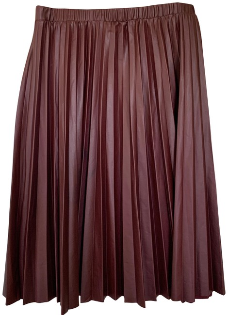 Item - Maroon Pre-owned Faux Leather Pleated (M) Skirt Size 8 (M, 29, 30)