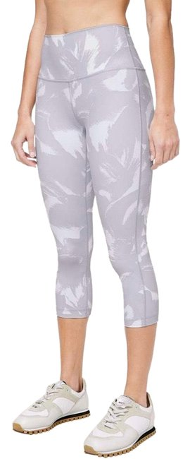 "Item - Flower Pop White Silver Lilac Wunder Under Crop (High Rise) *full-on Luon 21"" Activewear Bottoms Size 6 (S)"