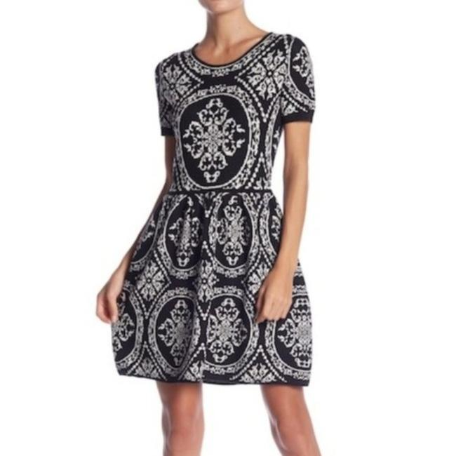 Preload https://img-static.tradesy.com/item/27600561/romeo-and-juliet-couture-black-white-intarsia-short-workoffice-dress-size-8-m-0-0-650-650.jpg