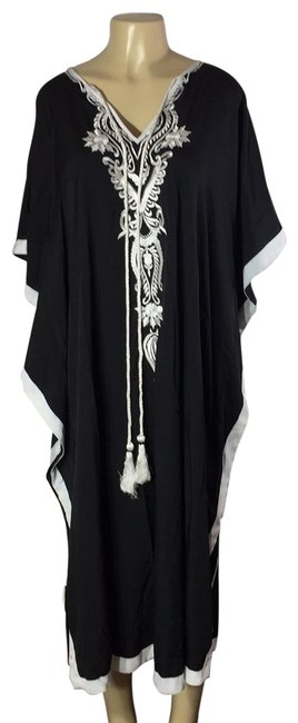 Preload https://img-static.tradesy.com/item/27600626/black-white-kaftan-long-casual-maxi-dress-size-4-s-0-1-650-650.jpg