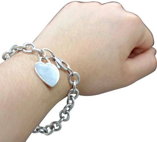 Preload https://img-static.tradesy.com/item/27600906/tiffany-and-co-silver-925-sterling-blank-engravable-heart-tag-classic-roundlink-chain-bracelet-0-1-540-540.jpg