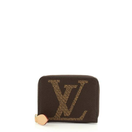 Preload https://img-static.tradesy.com/item/27600929/louis-vuitton-zippy-coin-purse-limited-edition-reverse-monogram-giant-brown-coated-canvas-clutch-0-0-540-540.jpg