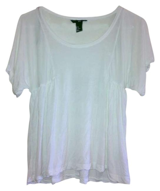 Preload https://img-static.tradesy.com/item/276032/h-and-m-white-blouse-size-2-xs-0-0-650-650.jpg