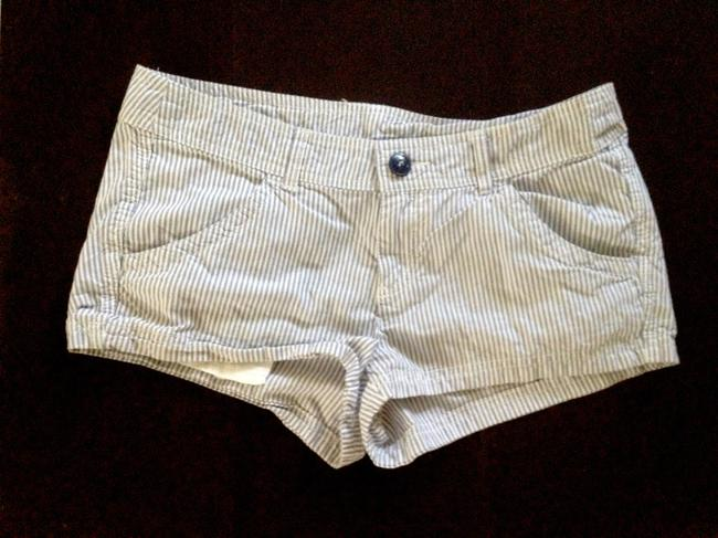 Preload https://item4.tradesy.com/images/h-and-m-blue-shorts-size-6-s-28-276038-0-0.jpg?width=400&height=650