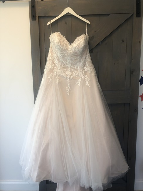 Item - Ivory/Cashmere Lace and Tulle J6474 Traditional Wedding Dress Size 20 (Plus 1x)