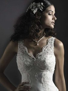 Cara Mia Vintage White/Silver Lace & Tulle Elise Vintage Wedding Dress Size 8 (M)
