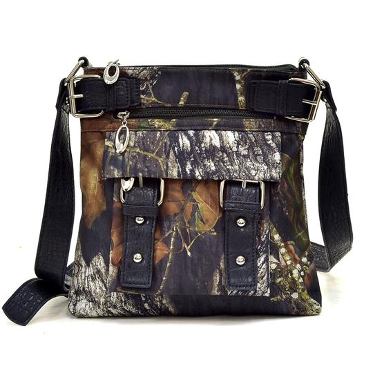 Preload https://img-static.tradesy.com/item/27612944/realtree-camo-with-croco-trim-camouflage-cashmere-blend-messenger-bag-0-0-540-540.jpg