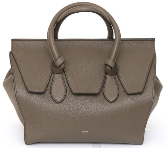 Preload https://img-static.tradesy.com/item/27631661/celine-tie-medium-knot-gold-tone-hw-green-leather-tote-0-0-540-540.jpg