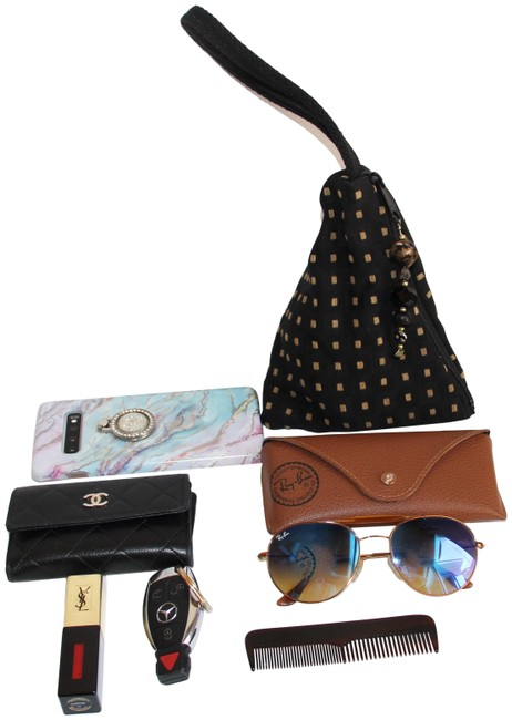 Item - Dramatic Triangle Jeweled Black Wristlet