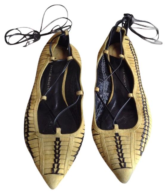 Item - Yellow/Black Lace-up Leather Point-toe Flats Size EU 39 (Approx. US 9) Regular (M, B)