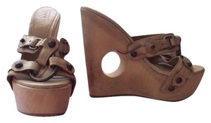 Alexander McQueen tan Wedges
