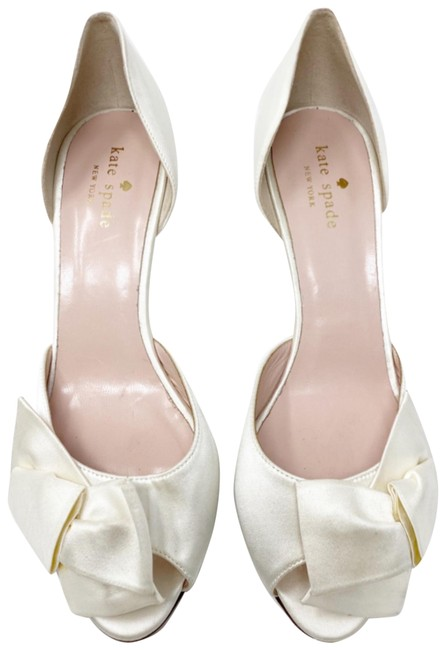 Item - Ivory/Gold Sala Satin Peep Toe Glitter Kitten Heels Formal Shoes Size US 8 Regular (M, B)