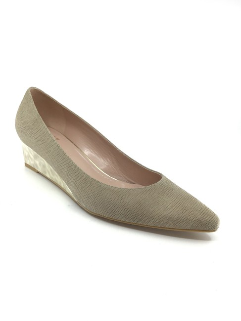 Item - Fawn Goose Textured Leather Mother Of Pearl Wedges Size US 9.5 Regular (M, B)