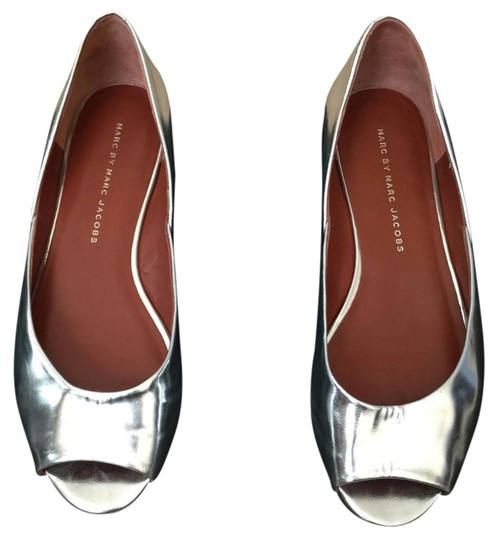 Preload https://item1.tradesy.com/images/marc-by-marc-jacobs-silver-flats-2766850-0-1.jpg?width=440&height=440