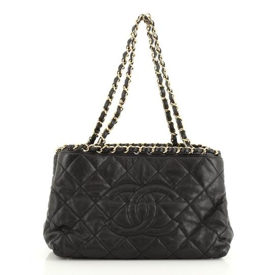 Preload https://img-static.tradesy.com/item/27669879/chanel-chain-me-tote-quilted-calfskin-small-shoulder-bag-0-0-540-540.jpg