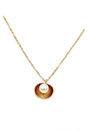Preload https://img-static.tradesy.com/item/27669992/gold-shell-pearl-pendant-necklace-0-0-540-540.jpg