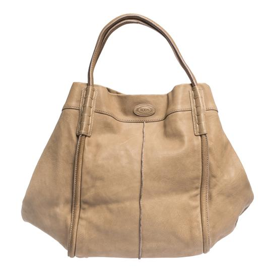 Preload https://img-static.tradesy.com/item/27670087/tod-s-shade-beige-leather-tote-0-0-540-540.jpg