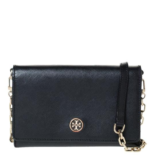 Preload https://img-static.tradesy.com/item/27670134/tory-burch-robinson-chain-black-leather-clutch-0-0-540-540.jpg