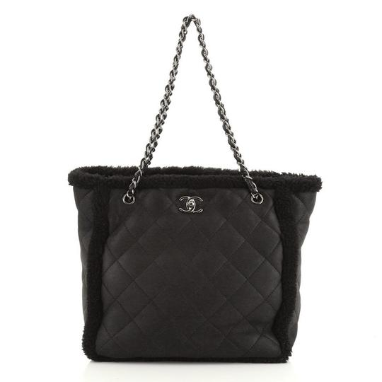 Preload https://img-static.tradesy.com/item/27670293/chanel-shopping-coco-neige-quilted-lambskin-and-shearling-large-tote-0-0-540-540.jpg